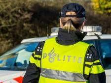 Winkeldief probeert agente te steken in Harderwijk