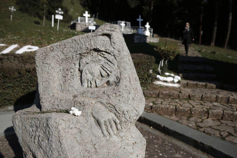 Een begraafplaats in Kalavryta, waar in 1943 meer dan vijfhonderd mannen werden neergeschoten door Duitse officieren. Beeld ap
