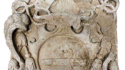 Wapenschild van Brugse bisschop ontdekt... 3 meter onder de grond
