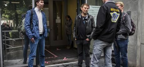 Boeren parkeren trekkers en protesteren op meerdere plekken in Groningen