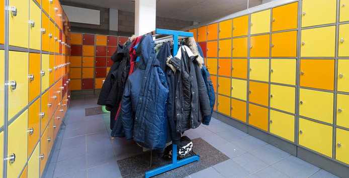 Scholen rekenen heel verschillende prijzen voor kluisjes, het schoolkamp en het kopiëren.