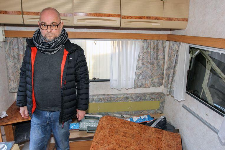 Patrick Wuyts in zijn caravan.