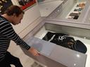 Een uniform dat door het Design Museum Den Bosch gepresenteerd wordt als een uniform van de Allgemeine SS. Formeel gaat het volgens student Job van den Broek om een uniform van de SS-Verfügungstruppe. Maar het museum zegt dat de uniformen van beide onderdelen indertijd nog hetzelfde waren en dat de presentatie in de tentoonstelling daarmee correct is.