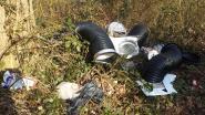 Afval renovatiewerken gedumpt in natuurgebied