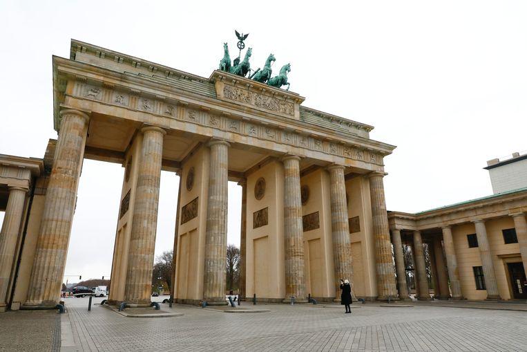 Een vrijwel lege Pariser Platz in Berlijn.  Beeld REUTERS