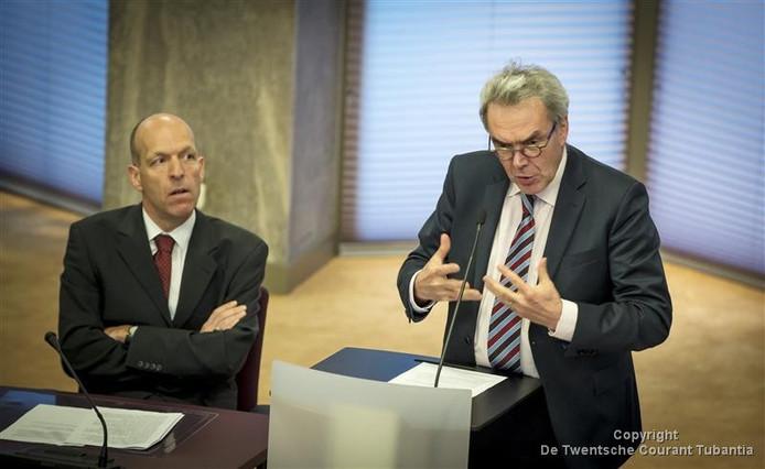 Henk van der Kolk (links) en oud-burgemeester van Hengelo, Frank Kerckheart.