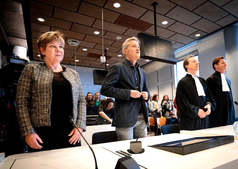 Kitty Jong (FNV), auteur Maxim Februari en advocaat Anton Ekker bij de rechtszaak tegen SyRI. Beeld Remko de Waal/ANP
