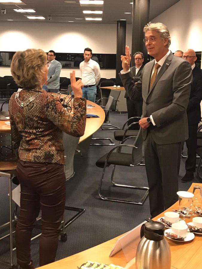 Willy Brink wordt benoemd tot wethouder van Druten door burgemeester Corry van Rhee-Oud Ammerveld.