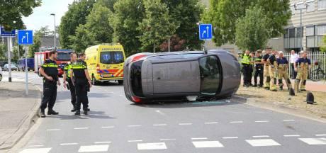 Auto die in Helmond door rood scheurde en over de kop ging lag 'vol wiet', inzittenden sprintten weg