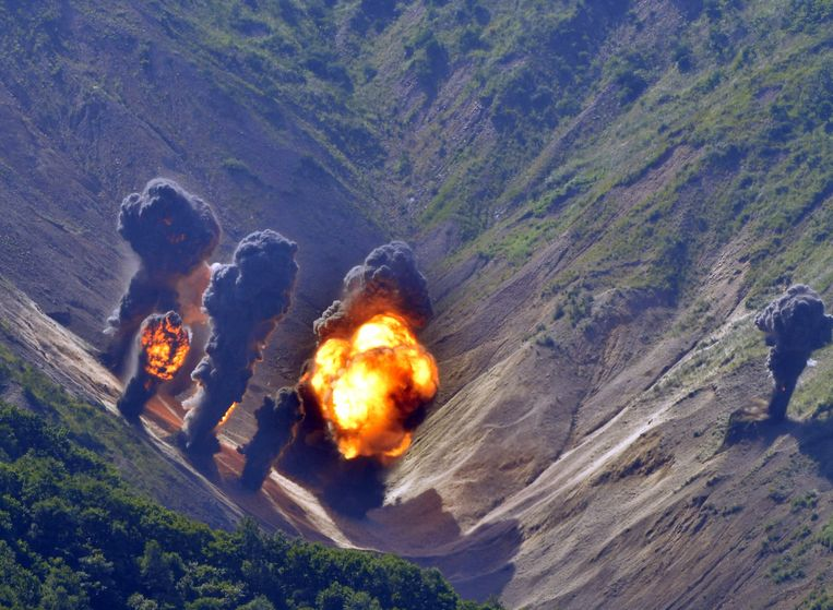 Een denkbeeldig doelwit wordt geraakt door de bommenwerpers.