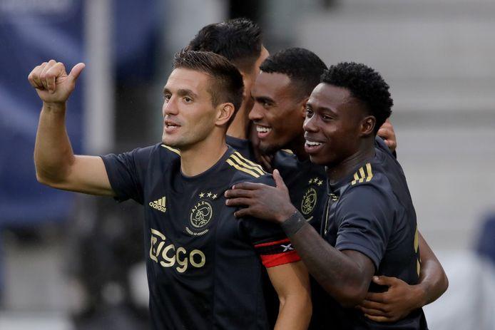 Ajax viert de 1-0 tegen Salzburg.