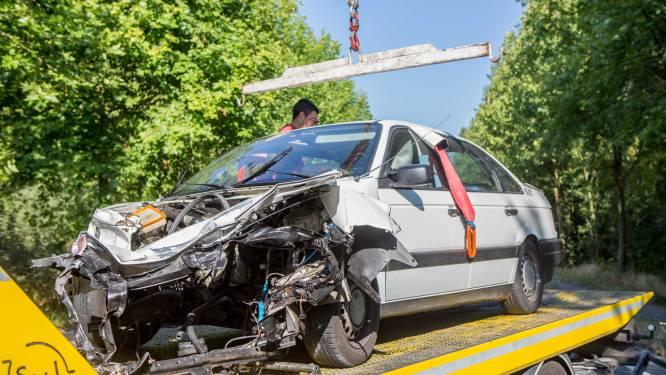 """Celstraf geëist voor Porsche-bestuurder na inhaalmanoeuvre en zware crash op N208: """"Een cowboy die véél te snel reed"""""""