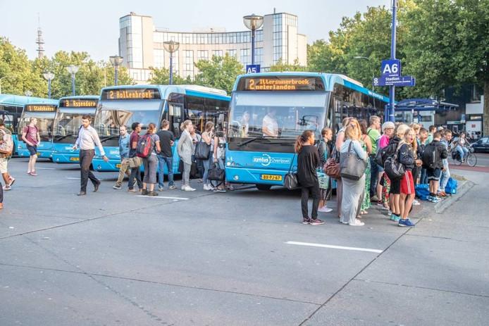 Chauffeurs vinden de toestand op het Zwolse busstation onhoudbaar. Foto Frans Paalman