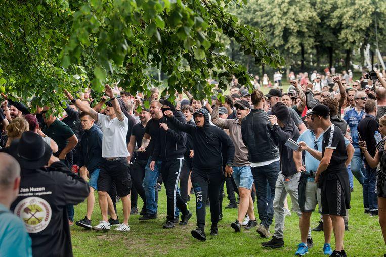 Betogers demonstreren op het Malieveld tegen de coronamaatregelen van het kabinet.  Beeld Arie Kievit