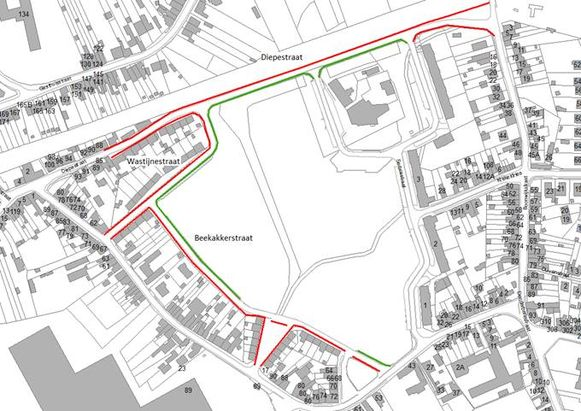Op het plannetje zijn de te vernieuwen voetpaden in de Diepestraat, de Wastijnestraat en de Beekakkerstraat in het rood aangeduid en de te ontharden voetpaden in groene.