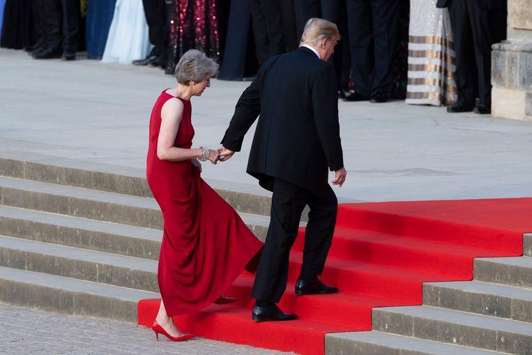 Trump en May bij het binnengaan van Blenheim Palace.