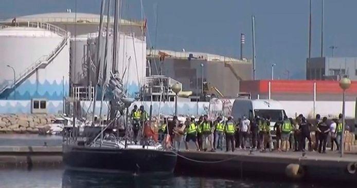 Een van de in beslag genomen zeiljachten in de haven van het Zuid-Spaanse Algeciras.