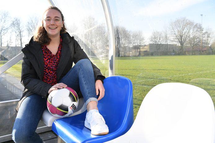 Als Hilde van der Bom (19) niet werkt in het ziekenhuis, vind je haar op de velden van Neerlandia'31.  'Soms raas ik echt door het veld'