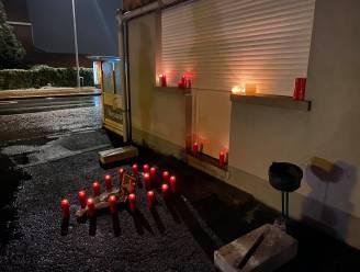 Vaste klanten 'Bij Pros' steken kaarsen aan voor overleden cafébazin