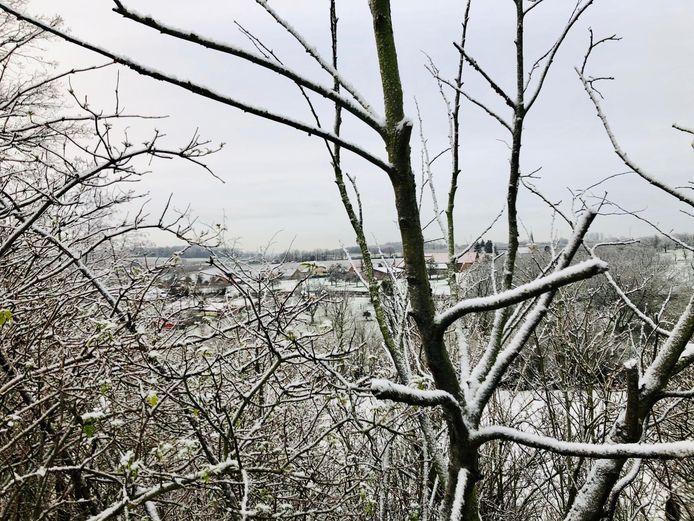 Er trekt dan ook een winterse neerslagbui over ons land vandaag.