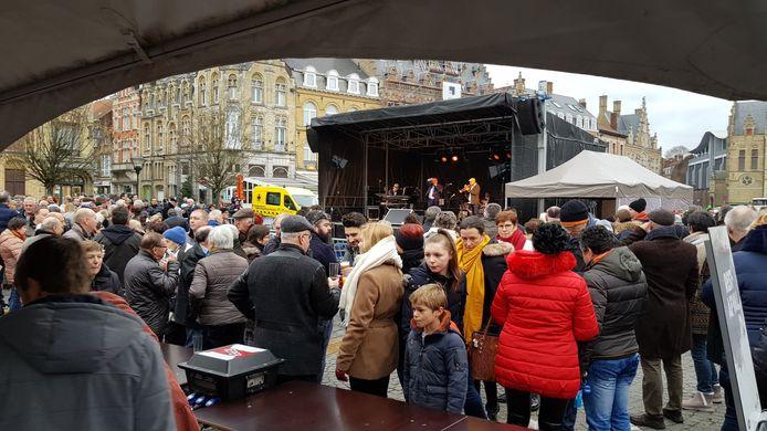 Vorig jaar nog  veel volk op de nieuwjaarreceptie, dit jaar wordt het evenement door corona uitgesteld.
