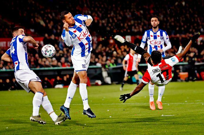Luis Sinisterra maakt de 1-0