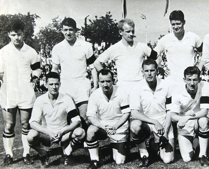 NAC in september 1962. Staand uiterst links Theo Laseroms.