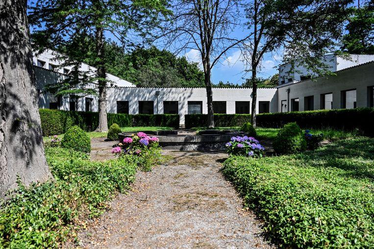 De binnentuin van de Abdij Roosenberg.