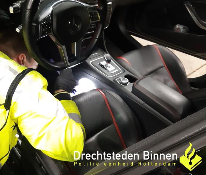 De politie doorzocht de auto van de Tilburger.