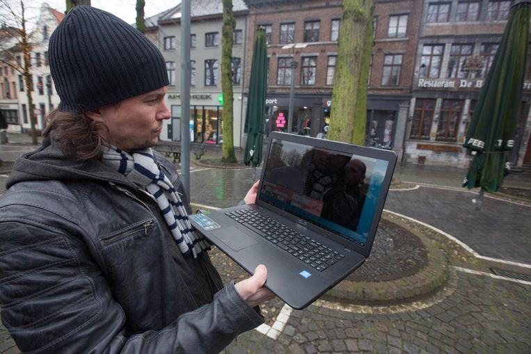 Op zijn laptop bekijkt Rocky de resultaten van de bodemradar.