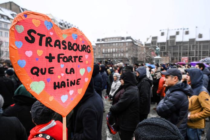 'Straatsburg is sterker dan haat', staat op dit bord geschreven.