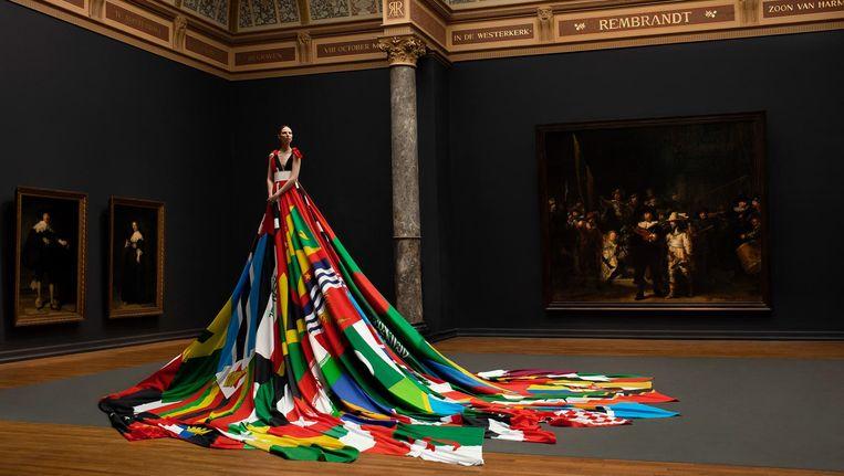 De Amsterdam Rainbow Dress Beeld Pieter Henket
