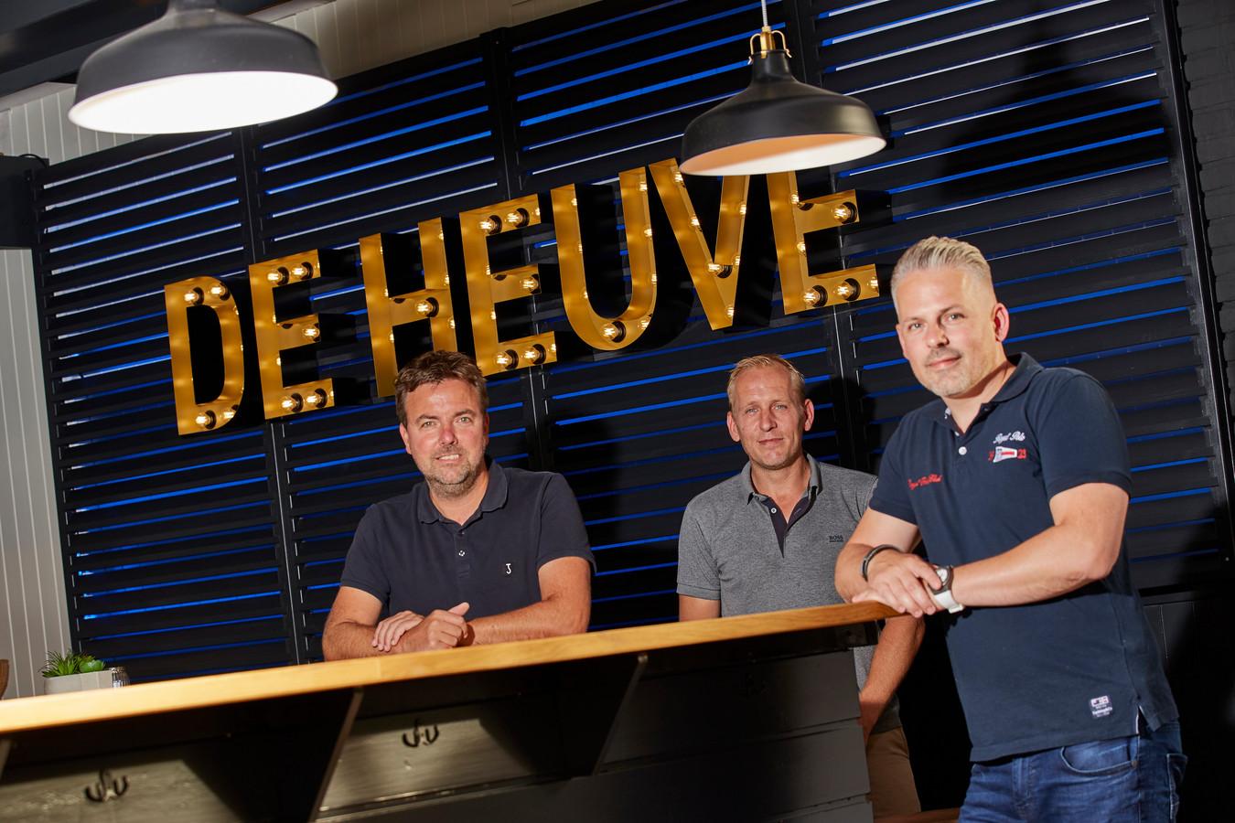 Het gaat goed met voetbalvereniging De Hoven. Drie bestuursleden (vlnr) Wilber de Heus, Dave Hiddink en Niels de Graaf zijn trots op hun club.