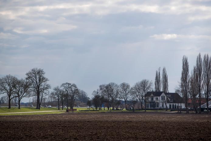 Gemmink hield lang zijn poot stijf, nadat bleek dat de provincie Gelderland een deel van zijn grond nodig had voor aanleg van de nieuwe rondweg (N345) om De Hoven bij Zutphen.