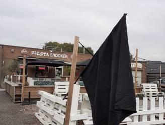 Snookerzaak 'The Fiësta' hangt zwarte vlag uit als protest tegen horecalockdown