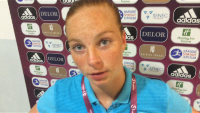 Vera ten Westeneind is teleurgesteld na de verloren halve finale met Oranje O19 tegen Spanje (4-3).