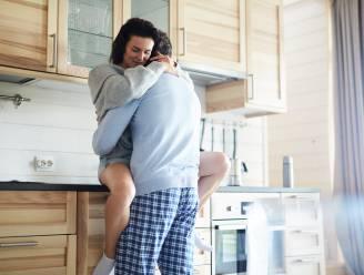 7 op de 10 verkiezen de keuken: nieuwe enquête onthult welke kamers het gevaarlijkst zijn om te vrijen