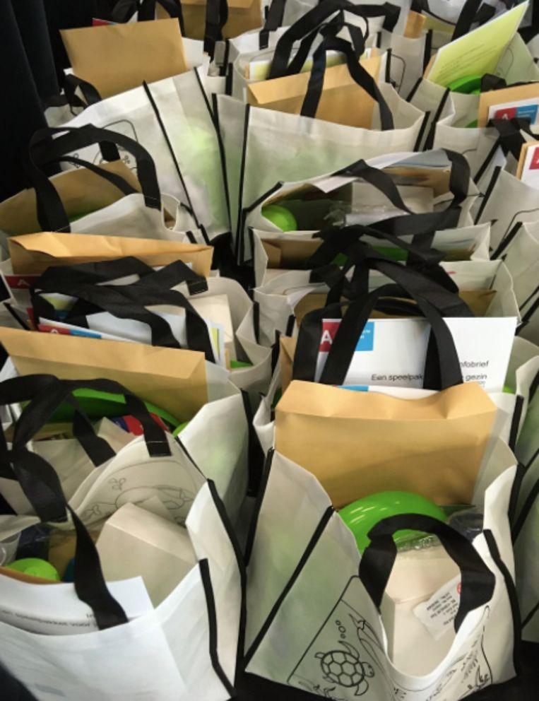 District Berendrecht-Zandvliet-Lillo schenkt speelpakketten aan kwetsbare gezinnen.
