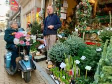 Joyce (86) kocht alvast een kerstboompje, maar haalt hem later wel op: 'Nou, dat komt nog wel hoor'