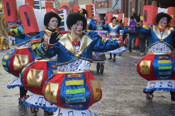 De carnavalgroep 'Vrieët opt gemak' tijdens de stoet.