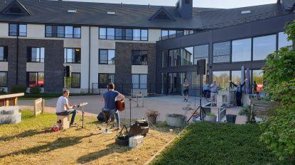 Gemeente trakteert rusthuisbewoners op concert van de Beagles