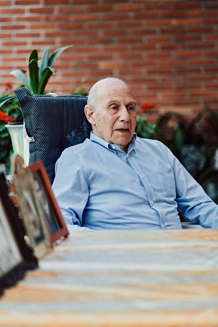 Norbert Vos: 'In de jaren 30 was papa een echte zakenman, met internationale connecties. Van de ene dag op de andere werd hij behandeld als slaaf, voorbestemd om vermoord te worden.' Beeld Thomas Sweertvaegher