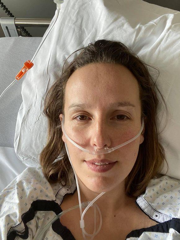 Louise Claeys-Bouuaert herstelt nog verder op de gewone corona-afdeling van het ziekenhuis in Ieper.