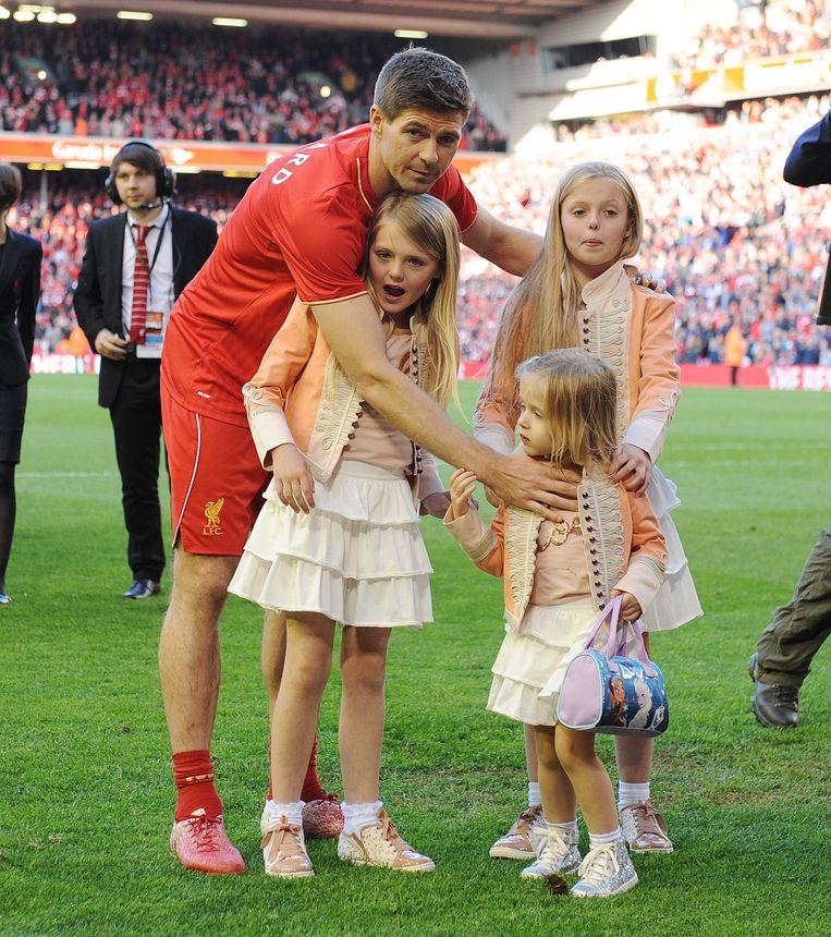 Steven Gerrard en zijn drie dochters Lilly-Ella (10), Lexie (8) en Lourdes (3)