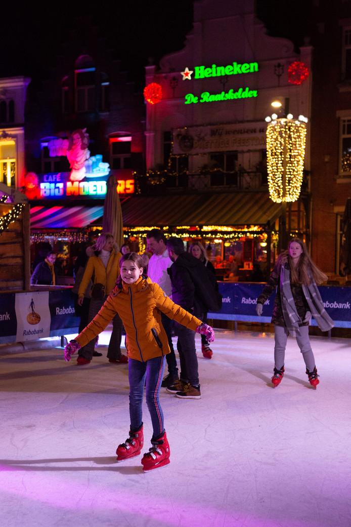 Opening ijsbaan Roosendaal, nu kun je ook buiten schaatsen.