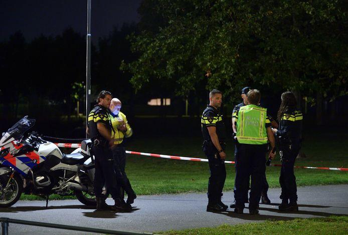 Politie zondagavond na het steekincident.