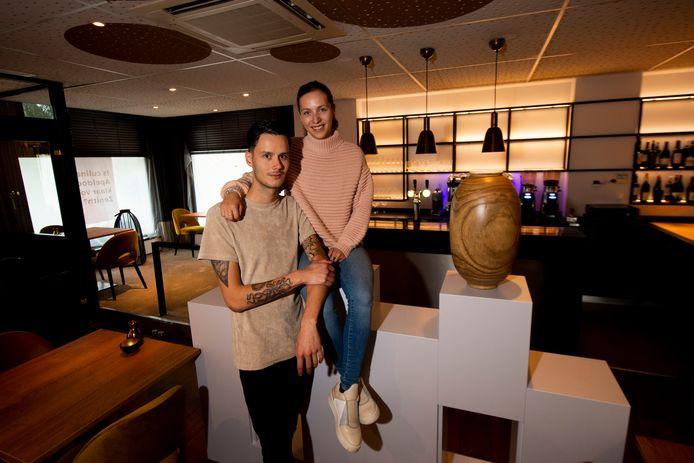 Joey Stinissen en Jody de Widt openden op 1 oktober hun restaurant Zenith in Apeldoorn. Als de overheid het toelaat, zijn ze tijdens de kerstdagen in staat weer gasten in het restaurant te ontvangen.