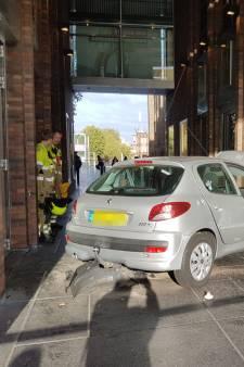 Vaste bezoekster ramt gevel filmhuis LUX met auto: 'Gelukkig zijn er geen slachtoffers'