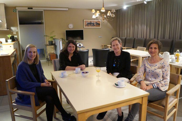 Dagverzorgingscentrum Kenhoft moet verhuizen. We zien Jasminka Poppe, Pascale Baert (beiden raad van bestuur), Isabelle Ollevier (directeur Zorg) en Veronique Desplenter (verantwoordelijke van het DVC).