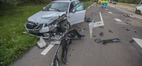 Vier auto's botsen op N279 in Helmond